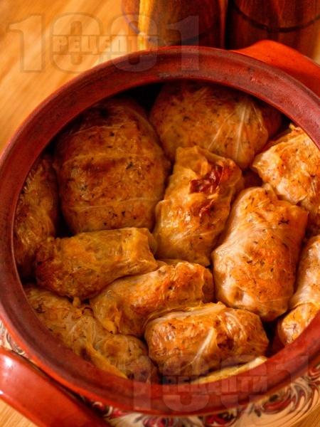 Постни сарми за Бъдни вечер от кисело зеле с ориз в глинен съд - снимка на рецептата